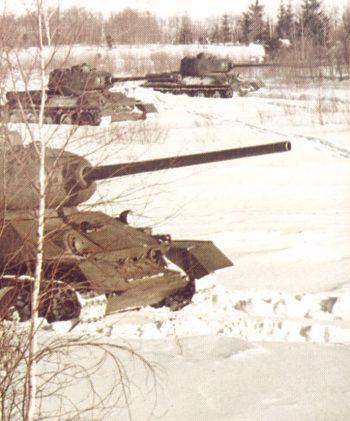 Танк Т-34/85 в бою
