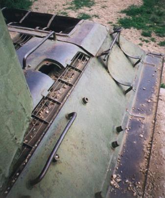 Танк Т-34/85, вид сверху на моторный отсек