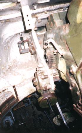 Танк Т-34/85, механизм наводки пушки
