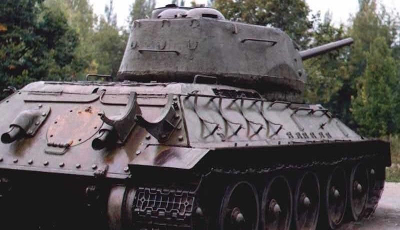 Танк Т-34/85, крепление топливных баков