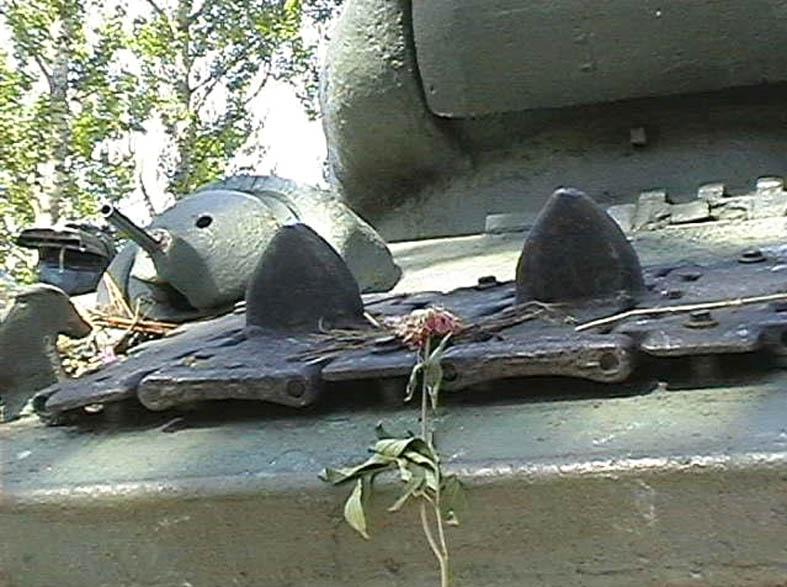 Танк Т-34/85, крепление траков