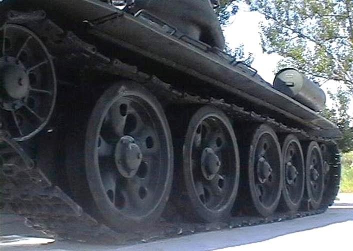 Танк Т-34/85, колёса