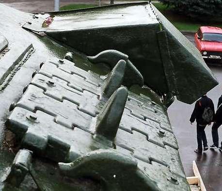 Танк Т-34/85, запасные траки