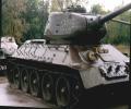 танк Т-34/85, вид спереди справа