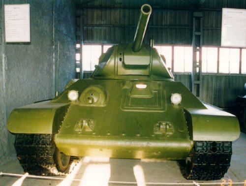 Танк Т-34 вид спереди