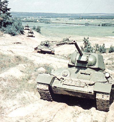 Танк Т-34 на марше