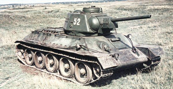 Танк Т-34 на позиции