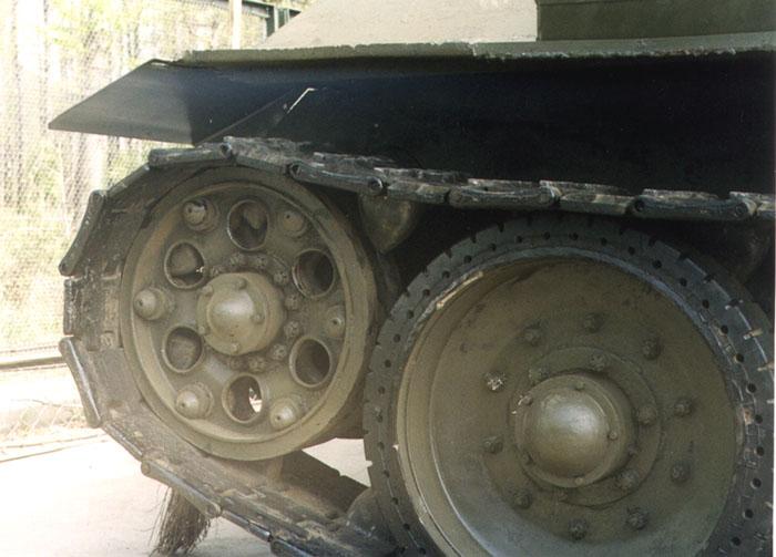 Танк Т-34 передние катки