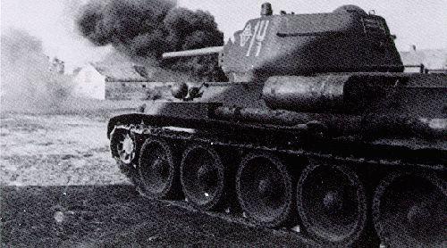 Танк Т-34 на поле боя