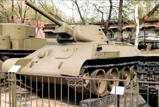 Танк Т-34 на выставке