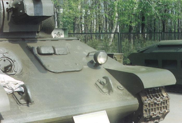 Танк Т-34 люк водителя
