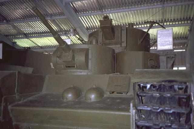 Танк Т-35, вид спереди