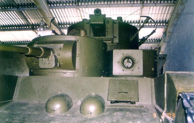 Танк Т-35, люк механика-водителя