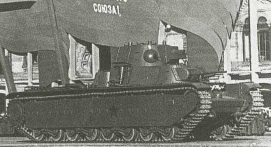 Танк Т-35 на параде
