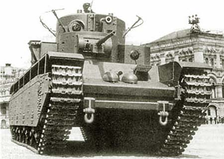 Танк Т-35 в городе