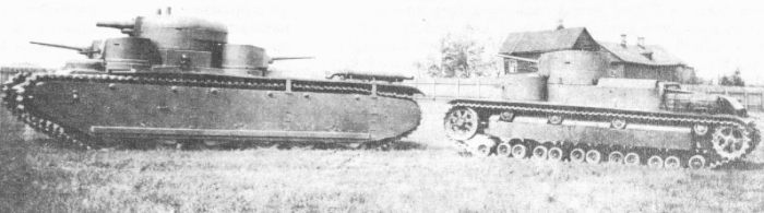 Танк Т-35 в колонне
