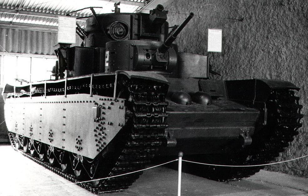 Танк Т-35 в музее