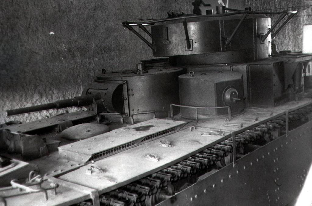 Танк Т-35, вид сзади сверху