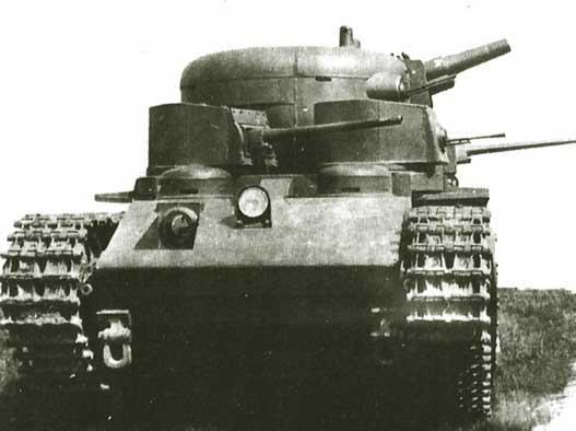 Танк Т-35 с развёрнутыми башнями
