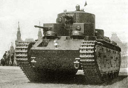 Танк Т-35 на площади