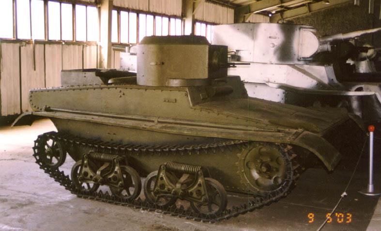Танк Т-37, вид справа