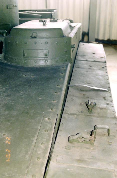 Танк Т-37, командирская башенка сзади