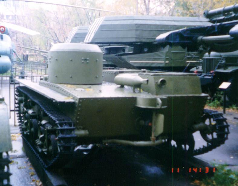 Танк Т-38, вид сзади на руль