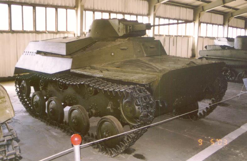 Танк Т-40, вид спереди справа