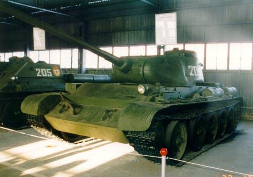 Танк Т-44, в ангаре