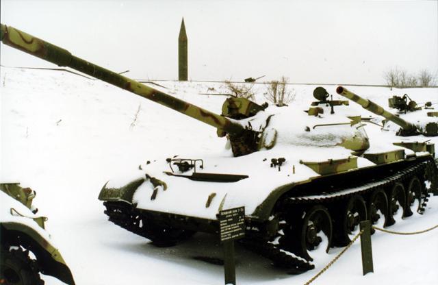 Танк Т-44, зимний экспонат
