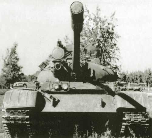 Танк Т-44, вид спереди снизу