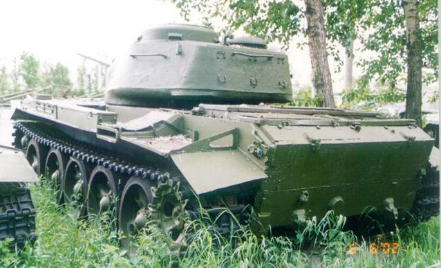 Танк Т-44, в зарослях