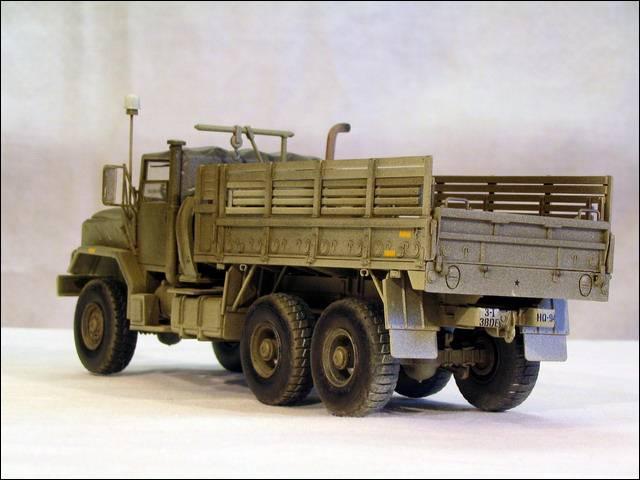 Грузовик М-923А1 слева