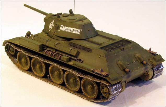 Танк t-34/76 слева