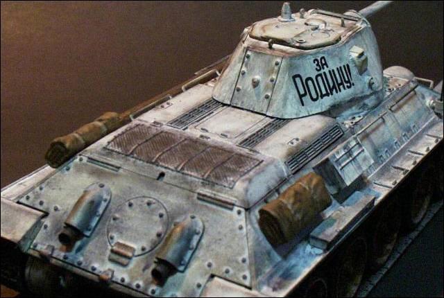 Танк Т - 34/76 в зимней окраске
