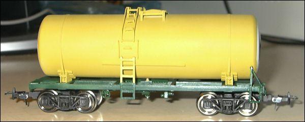 Железнодорожная цистерна, вид слева