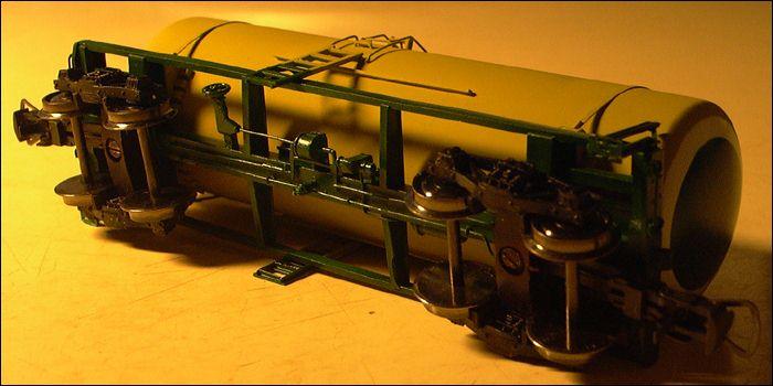 Железнодорожная цистерна, вид снизу