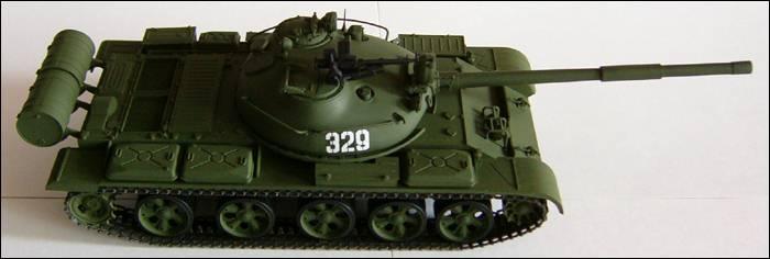 Танк Т-62, вид справа